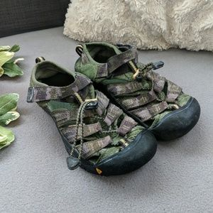 Youth camo Keen sandals
